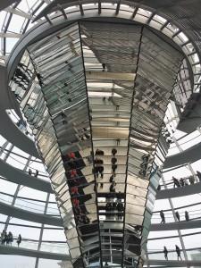 Dachterrasse und Kuppel des Reichtagsgebäudes gehören auch zum Programm! (Foto: Fl. B.-L.)